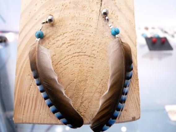boucles d' oreilles en plumes de geai